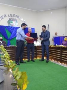 Prefeito Frederico ,Pastor Valmir e vereador Marinei Entrega de titulo de cidadão Itaoquense ao pastor Valmir Dias